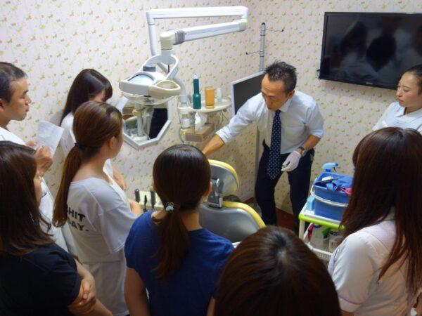 『院内クレンリネス講座』は実技を重視し、歯科医院の皆さんが実践できるようになる講座です。